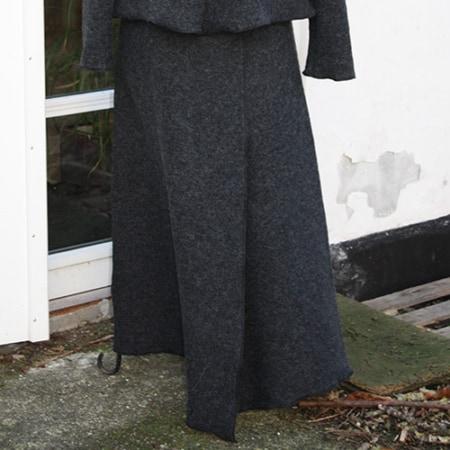 Langer grauer Wollrock